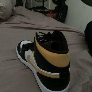air Jordan 1s mid white pollen black